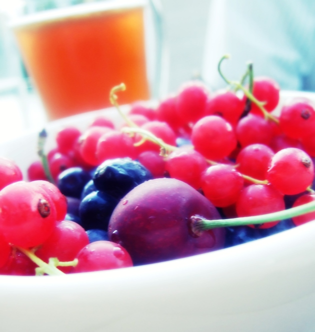 A bowl of berries (2)