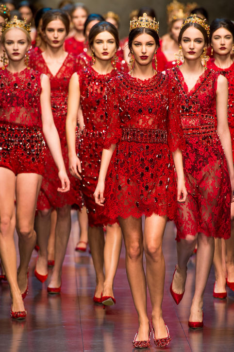 dolce-and-gabbana-fall-2013-finale-red-dresses-h724